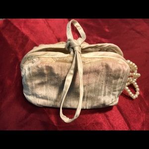 Jessica McClintock Bags - 👛 Vintage Jessica McClintock jewelry/cosmetic bag